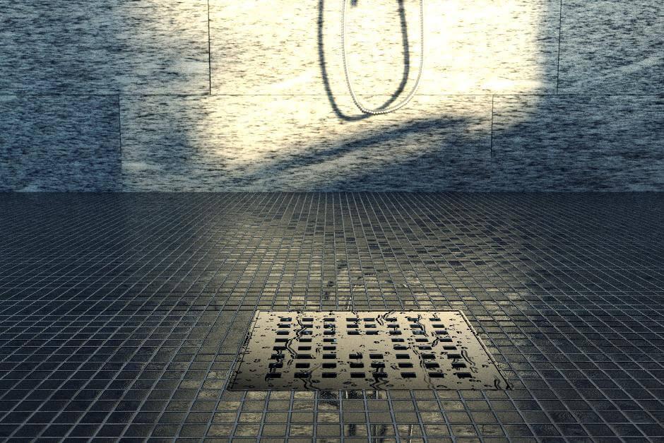 Kleinteilige Fließen in Dusche mit Abfluss im Sonnenlicht