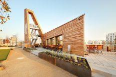 Dreiflügeliges Holzbauwerk